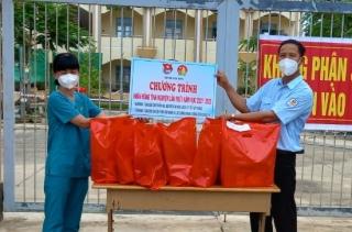 Thực hiện chương trình khăn hồng tình nguyện chung tay phòng, chống dịch bệnh Covid- 19