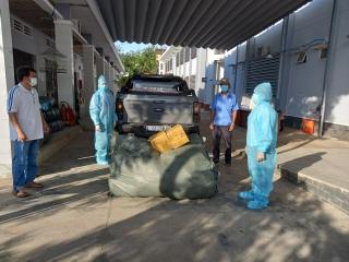 Hội LHPN huyện Tân Biên: Trao tặng  vật tư y tế  cho lực lượng tuyến đầu chống dịch