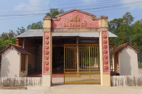 Miếu Trường Ðông và đền ở Bàu Năng