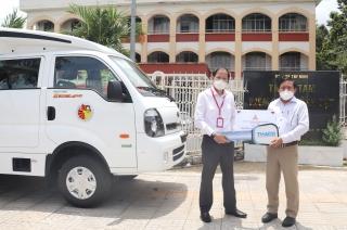 CDC Tây Ninh tiếp nhận xe chuyên dụng tiêm vaccine lưu động