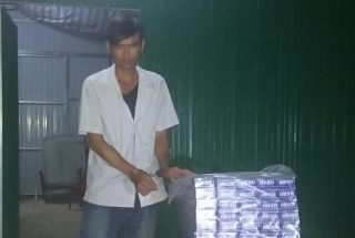 Bắt đối tượng vận chuyển trái phép  thuốc lá từ Campuchia vào Việt Nam tiêu thụ, thu giữ 980 gói thuốc lá ngoại