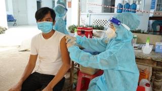 Có thể tiêm mũi 2 bằng vaccine Pfizer cho người đã tiêm mũi 1 là Moderna