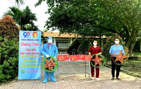 Huyện đoàn Dương Minh Châu tặng quà trung thu và lồng đèn cho thiếu nhi trong khu cách ly