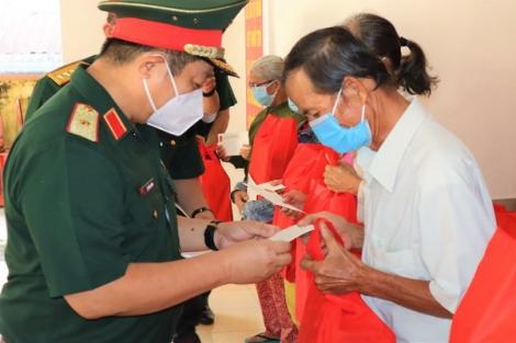 """Bộ Quốc phòng: Tặng 20.000 phần quà """"Gói dân sinh mùa Covid-19"""" cho nhân dân Tây Ninh"""