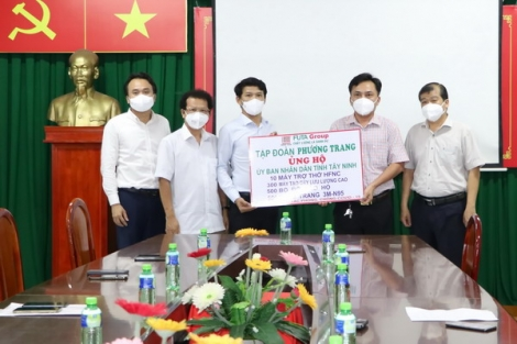 Tập đoàn Phương Trang hỗ trợ vật tư y tế cho tỉnh Tây Ninh