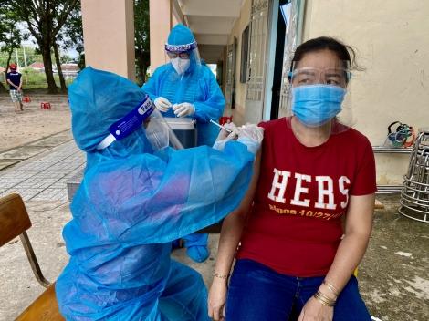 Hoàn thành tiêm 10.000 liều vaccine phòng Covid-19
