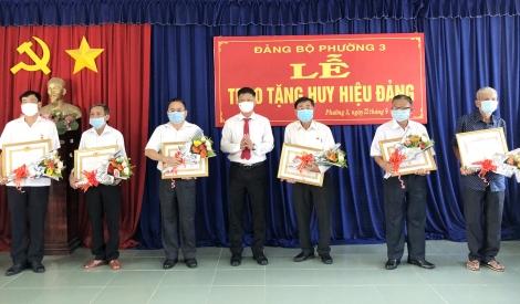 Trao Huy hiệu Đảng cho 11 đảng viên