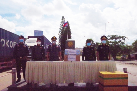 Tặng vật tư y tế cho Đồn Biên phòng cửa khẩu quốc tế Mộc Bài