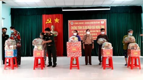 Trao tặng 200 phần quà hỗ trợ cho người dân huyện Bến Cầu