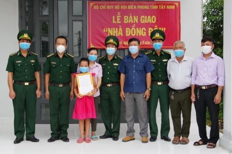 BĐBP Tây Ninh: Bàn giao nhà đồng đội cho quân nhân