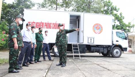 Tổng cục Hậu cần hỗ trợ xe xét nghiệm lưu động cho Tây Ninh