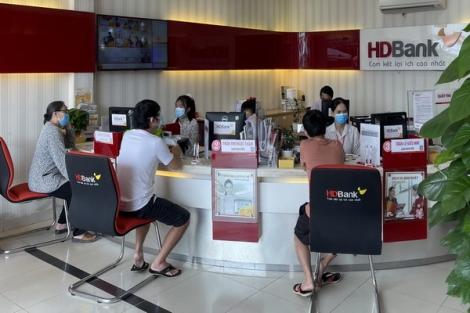 Ngành ngân hàng hỗ trợ khách hàng vượt qua khó khăn do sự ảnh hưởng của dịch Covid-19