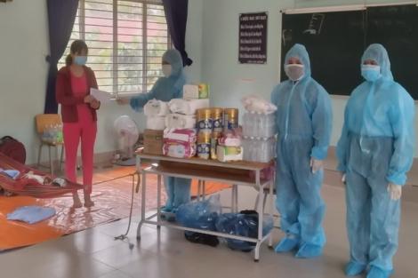 MTTQ Việt Nam phường Lộc Hưng tặng cho gia đình công nhân mắc Covid-19