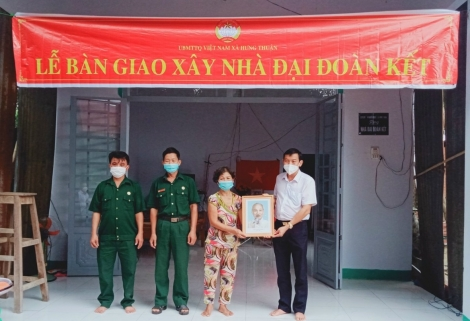 Hội Cựu chiến binh thị xã Trảng Bàng: Trao tặng nhà đại đoàn kết cho hội viên có hoàn cảnh khó khăn.