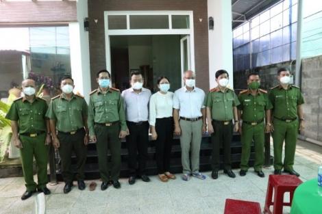 Thăm gia đình Thiếu tá Lê Huỳnh Nhật Minh