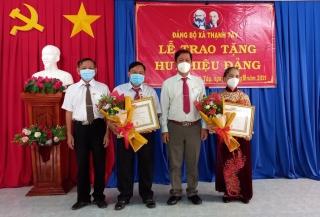Huyện ủy Tân Biên: Trao Huy hiệu  55, 40 tuổi Đảng
