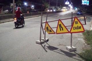Thi công quốc lộ 22: Rào chắn không đảm bảo an toàn giao thông