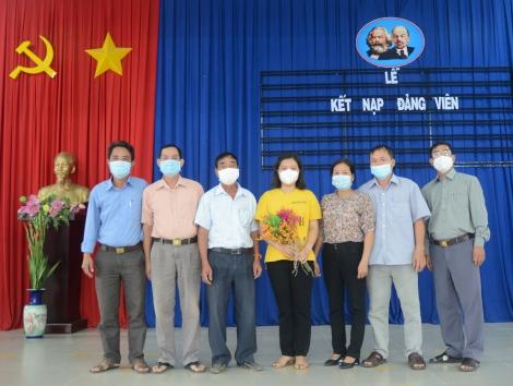 2 quần chúng ưu tú xứng đáng trở thành đảng viên Đảng cộng sản Việt Nam