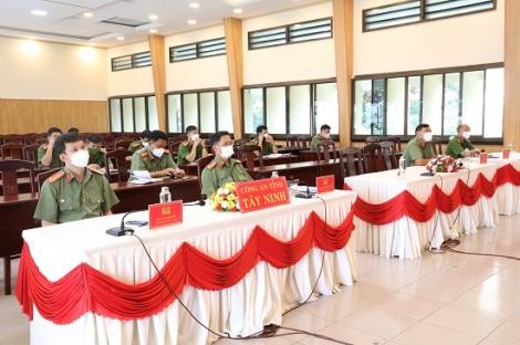 Hội nghị trực tuyến về xây dựng Công an cấp huyện toàn diện và xây dựng Công an xã, thị trấn chính quy