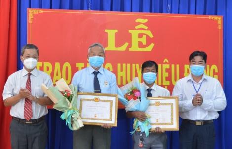 Tân Châu: Trao tặng Huy hiệu 55-30 năm tuổi Đảng cho đảng viên