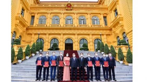 Trao quyết định và giao nhiệm vụ cho 8 tân đại sứ