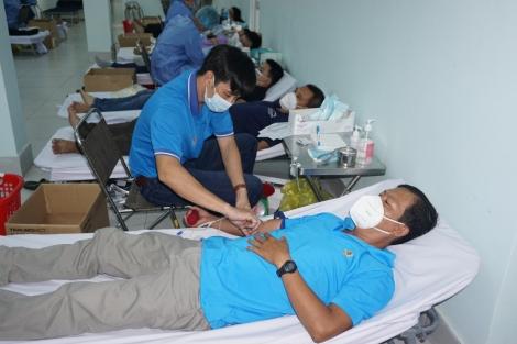 232 đoàn viên công đoàn tham gia hiến máu tình nguyện đợt 3 năm 2021