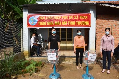 Xã Phan: Bàn giao mái ấm cho nông dân nghèo