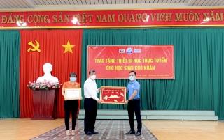 FPT Tây Ninh tặng thiết bị học trực tuyến cho học sinh tỉnh nhà