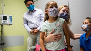 Moderna nói vaccine COVID-19 của họ hiệu quả cho trẻ em từ 6 đến 11 tuổi