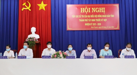 Bí thư Tỉnh uỷ Nguyễn Thành Tâm tiếp xúc cử tri phường Ninh Thạnh.