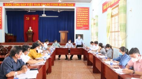 HĐND huyện Gò Dầu giám sát việc hỗ trợ cho các đối tượng bị ảnh hưởng bởi dịch Covid- 19